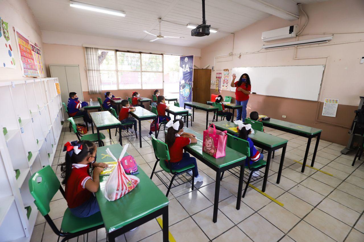 Alumnos durante el regreso a clases en escuelas de la SEP.