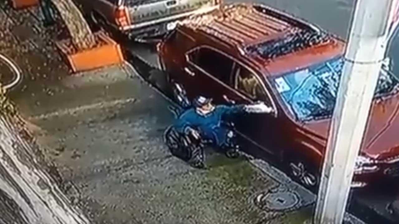 Detienen a hombre en silla de ruedas que robaba La Portales