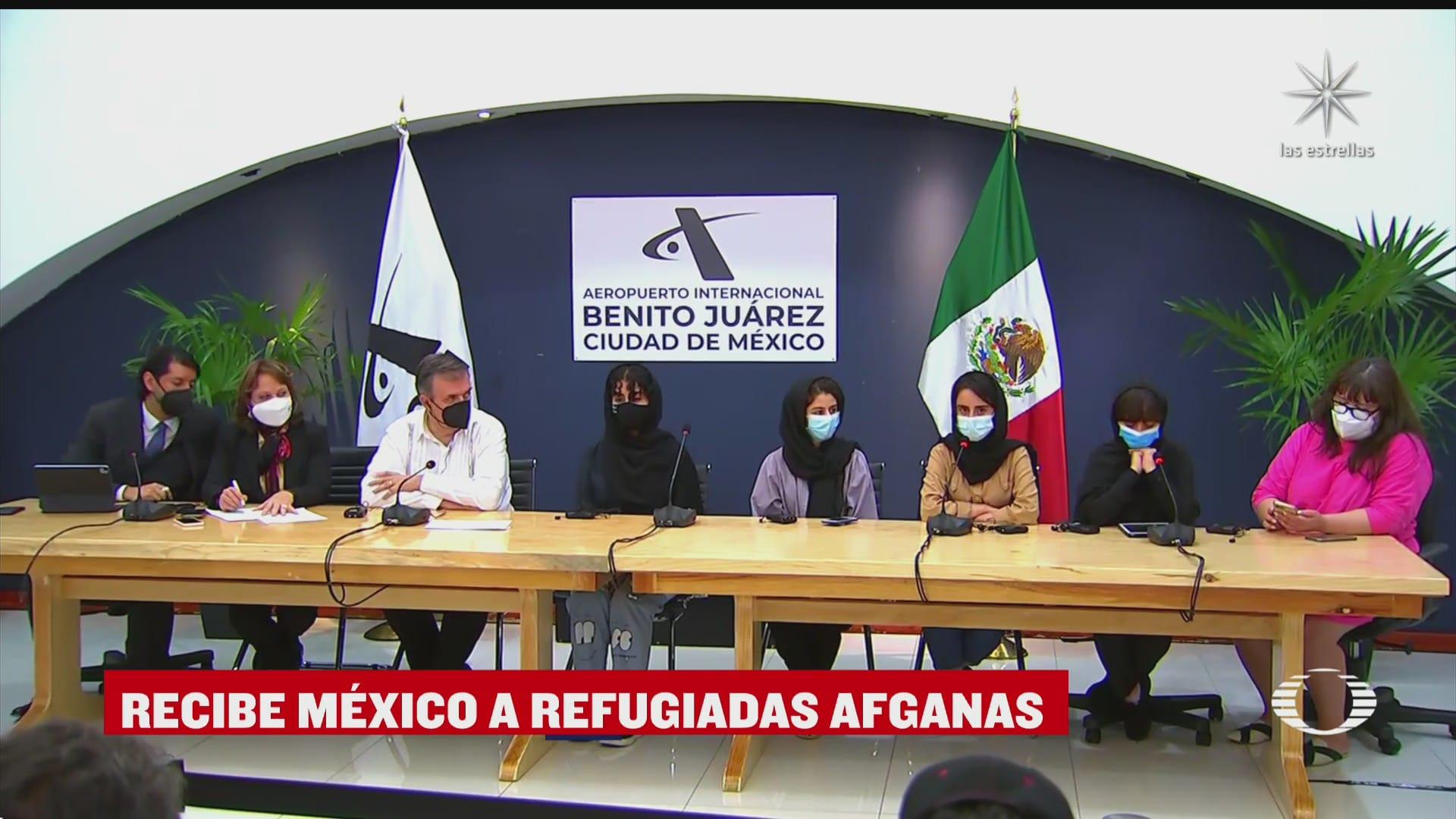 ebrard recibe a primeras afganas refugiadas en mexico