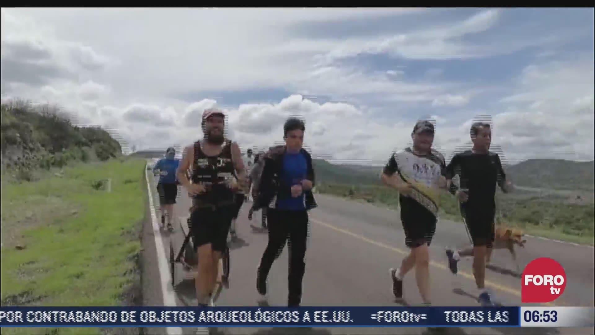 el forrest gump de alemania realiza el primer triatlon del mundo