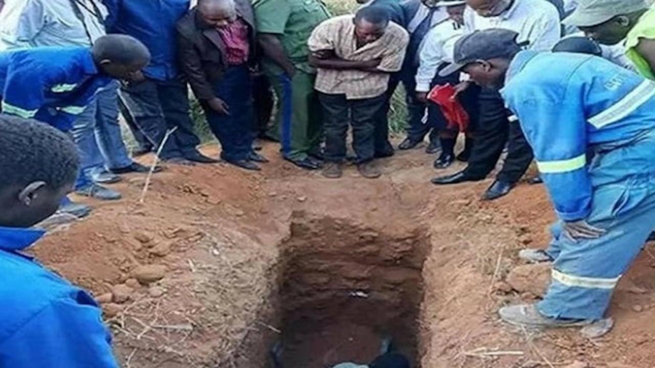 Entierran Vivo Pastor Resurrección Jesús
