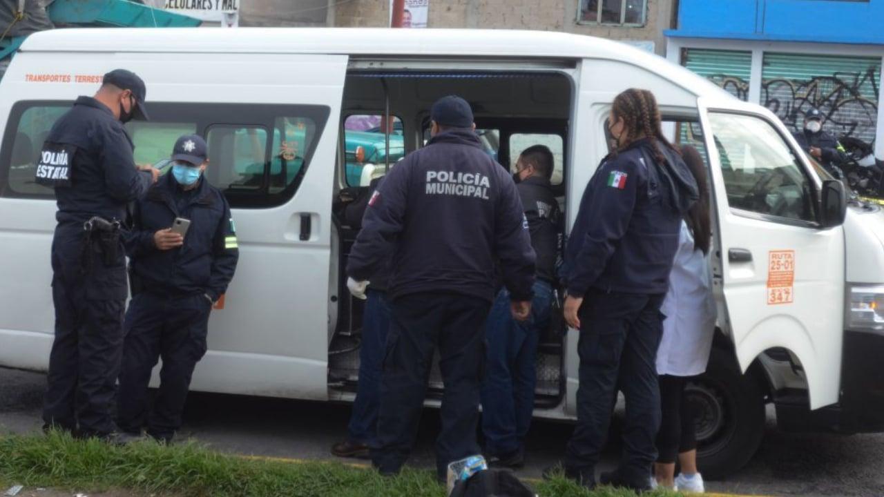 Hombre intenta asalto a transporte público; pasajero lo mata