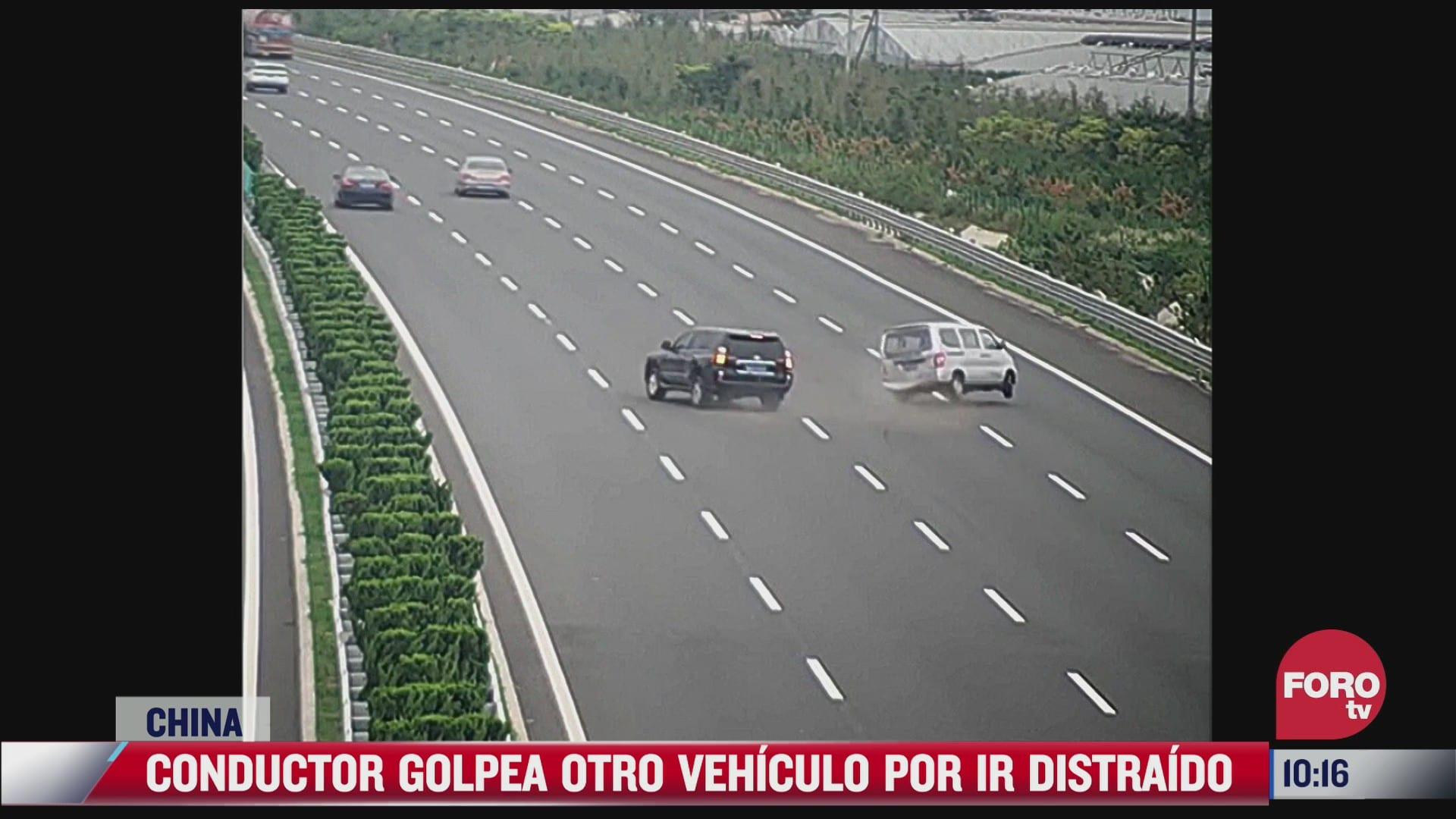 graban momento donde conductor provoca aparatoso accidente