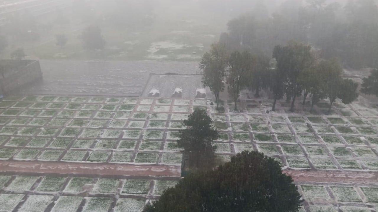 Granizada en las Islas de Ciudad Universitaria de la UNAM (Twitter: @Ciudad_Plural_)