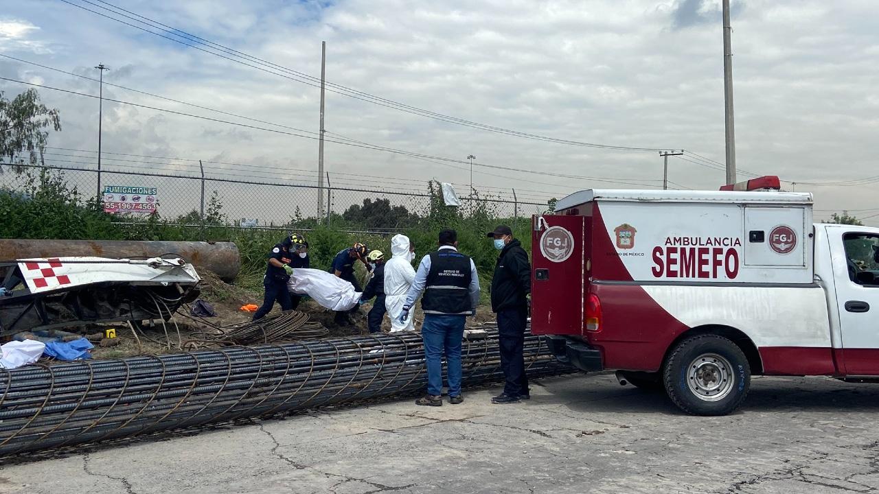 Cae enorme grúa y mata a cinco personas en su primer día de trabajo, en Ecatepec