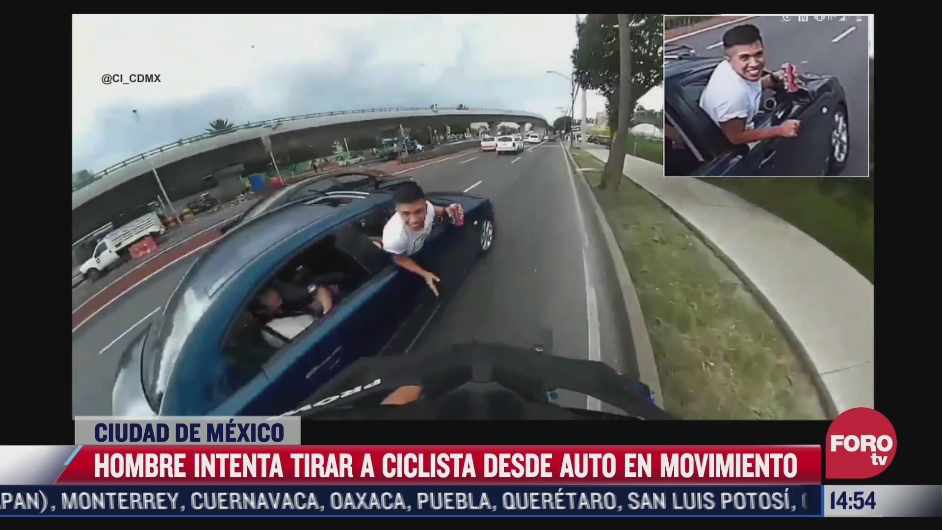 hombre intenta tirar a ciclista de auto en movimiento en cdmx