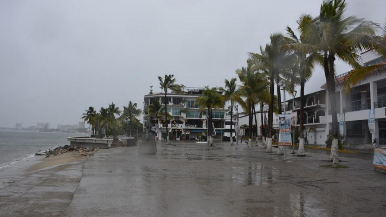 El huracán Nora toca tierra en las costas de Jalisco