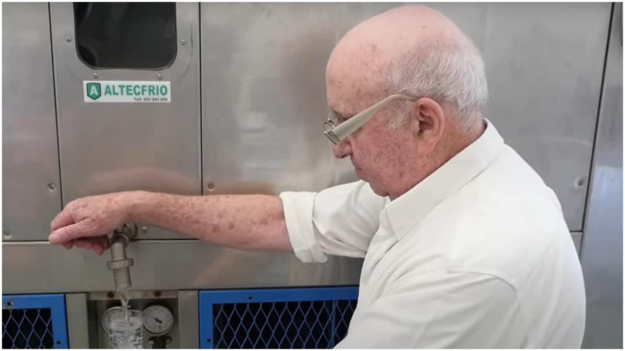 Ingeniero crea máquina que puede hacer agua potable con el uso de aire
