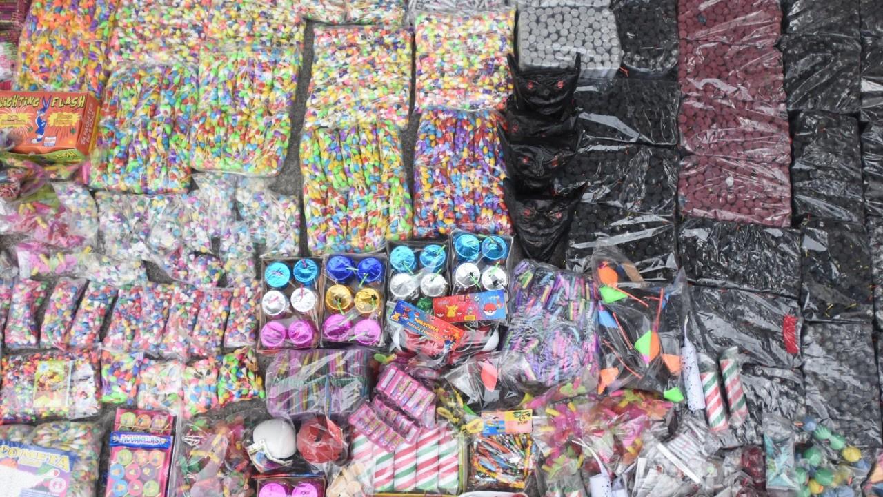 Inicia temporada alta de venta de pirotecnia en mercado San Pablito