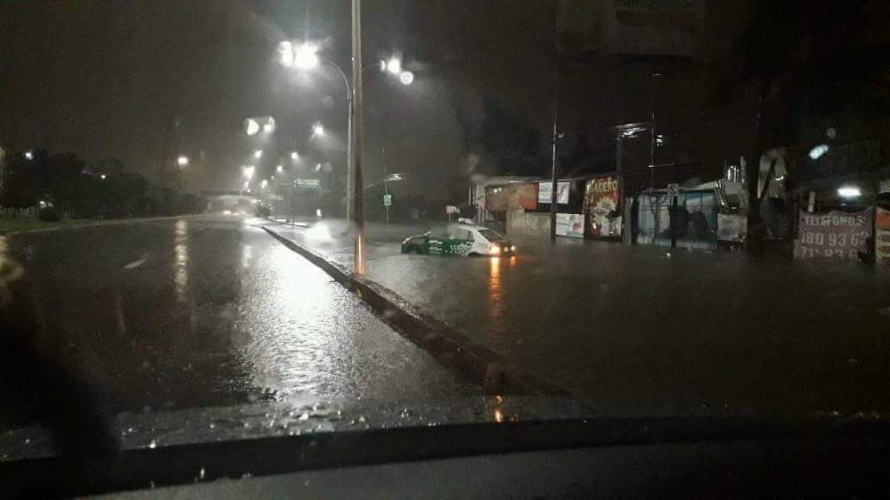 Intensa lluvia provoca afectaciones en León, Guanajuato