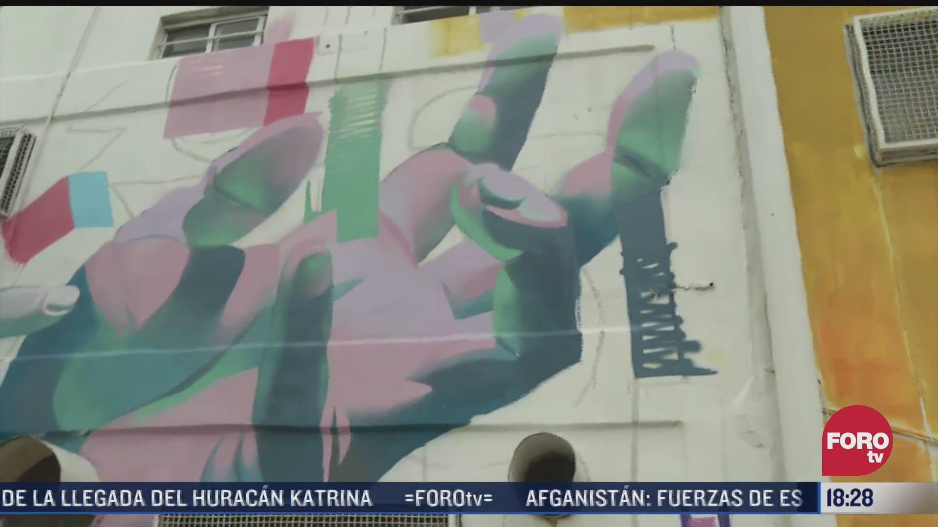 jovenes pintan murales en zonas marginales de la cdmx