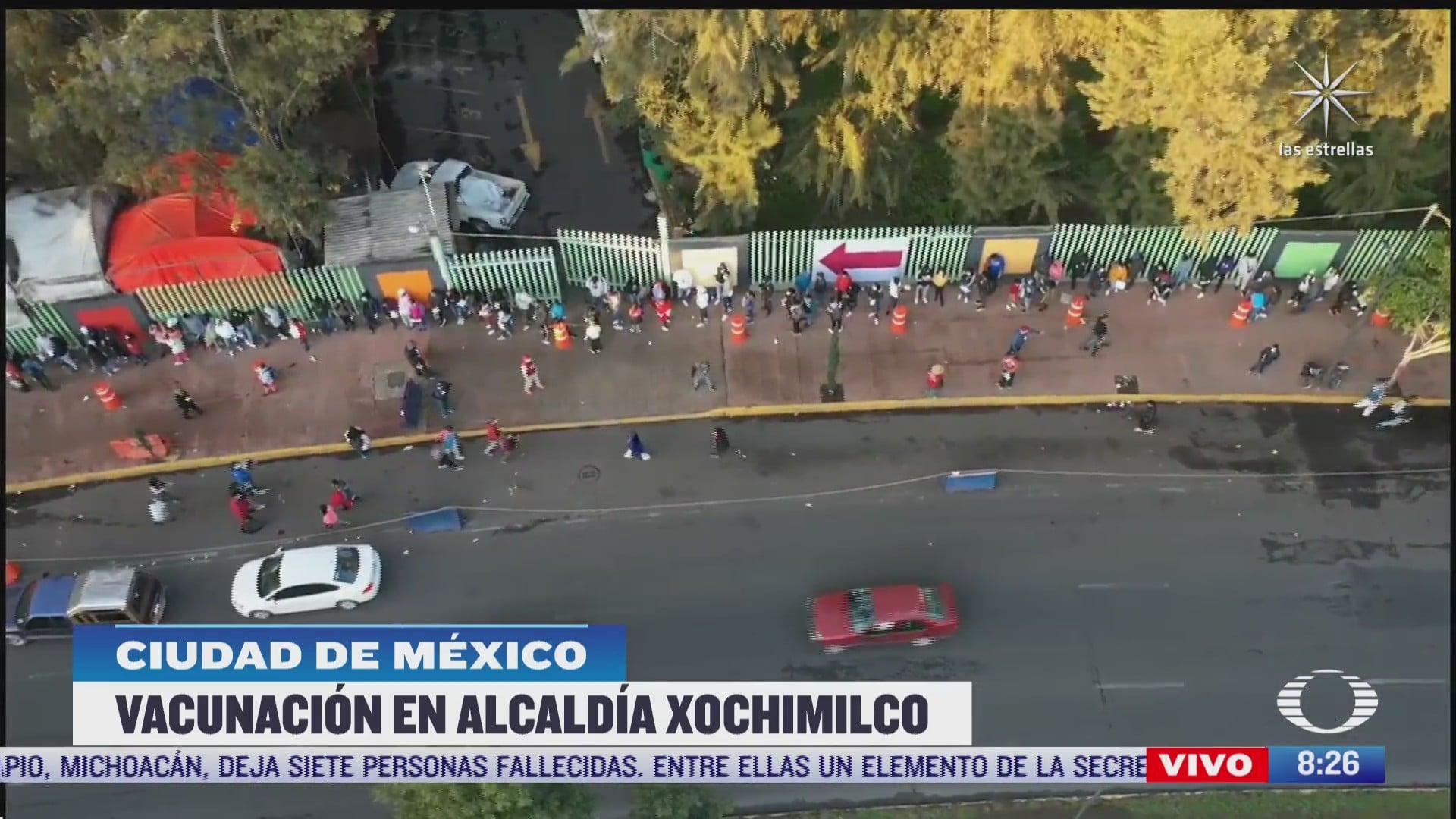 jovenes realizan multitudinarias filas para recibir vacuna covid 19 en xochimilco