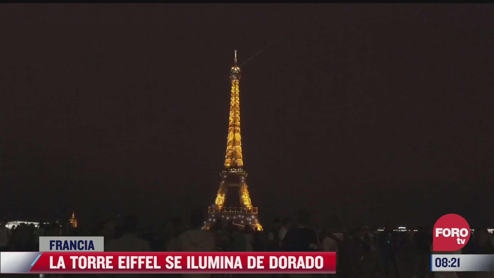 la torre eiffel se ilumina de dorado para recibir a messi