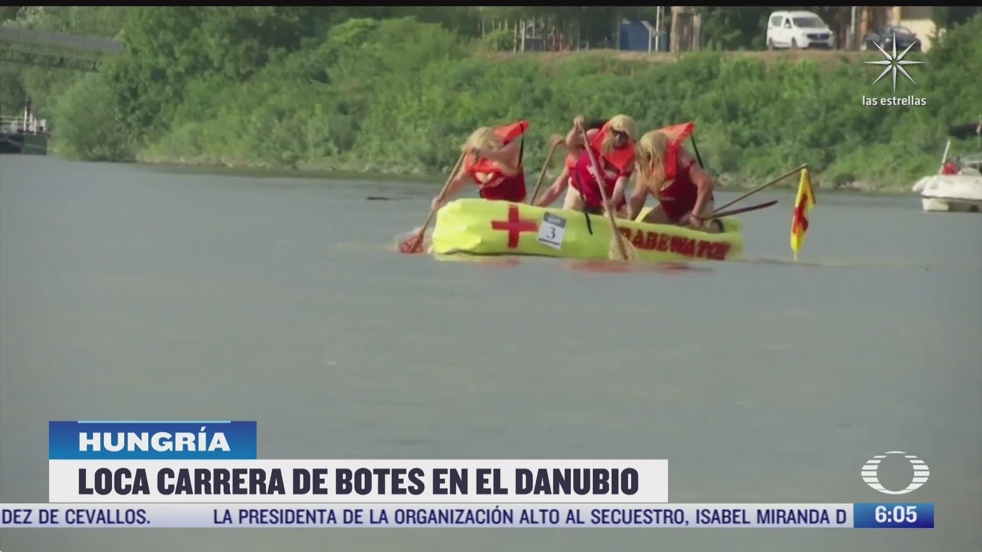 loca carrera de botes en el rio danubio