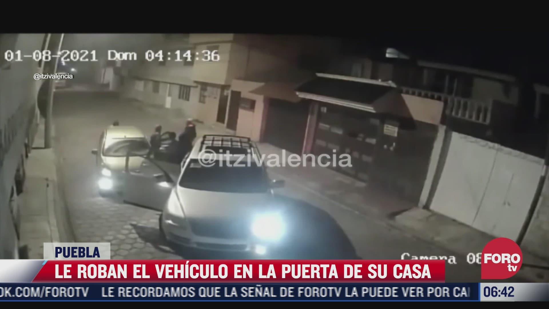 momento exacto en que roban vehiculo a hombre en su casa