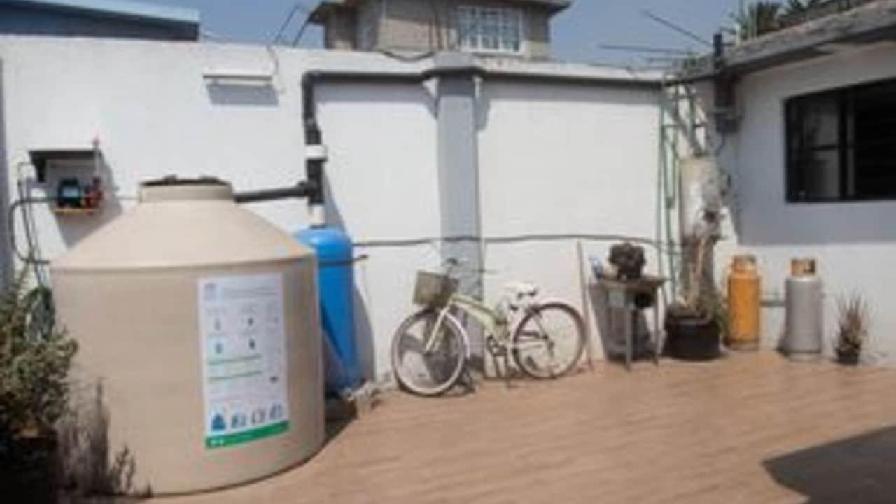 Programa Cosecha de lluvia en la CDMX brinda varios meses de agua a familias beneficiarias