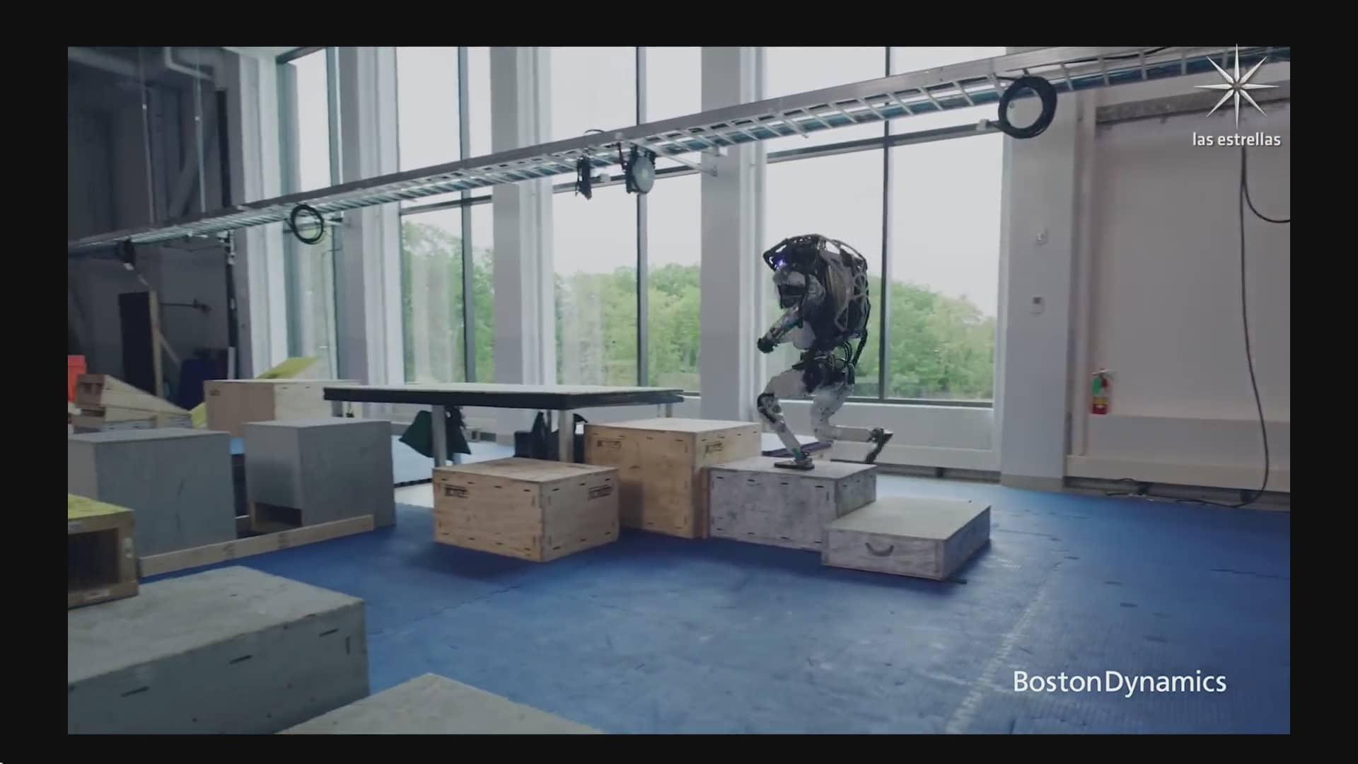 robots hacen parkour