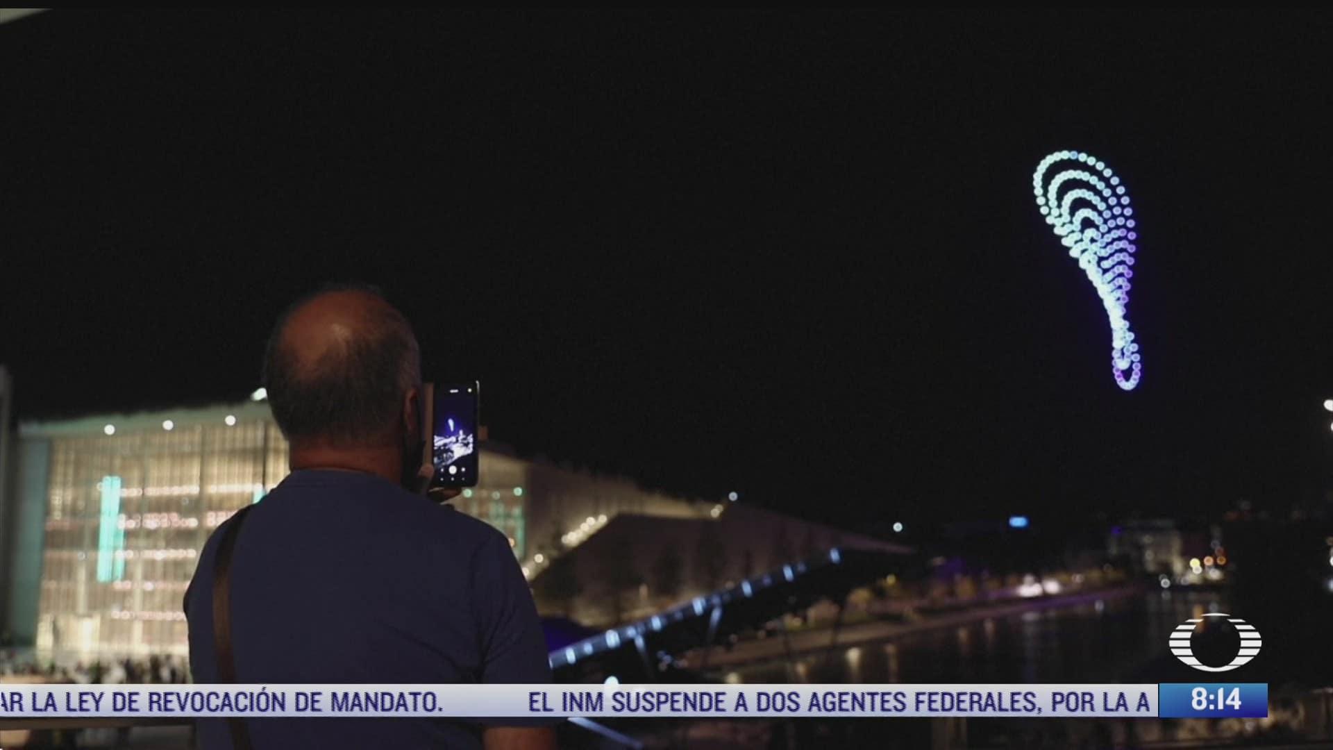 show nocturno de drones ilumina el cielo de grecia