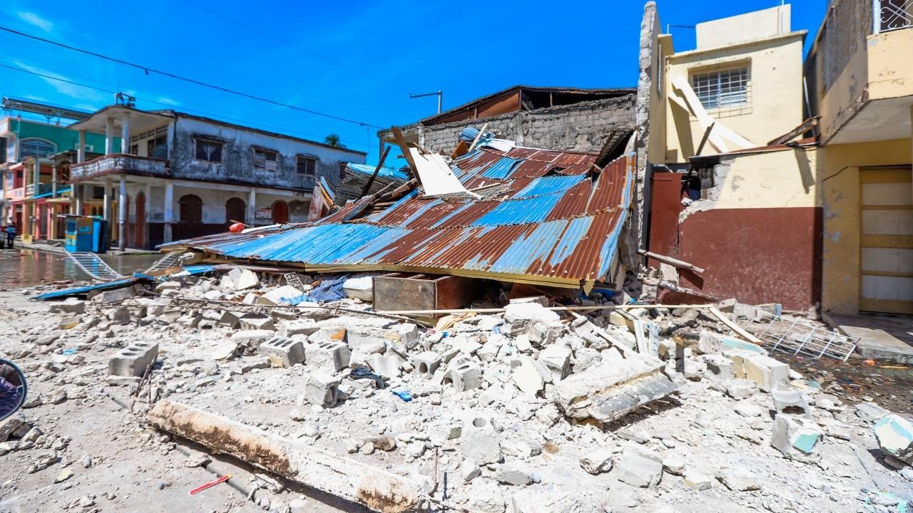 Fotografía de los efectos de un sismo de magnitud 7.2 en Los Cayos, Haití