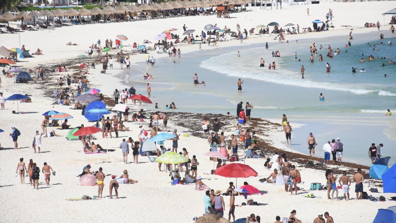 Turismo extranjero repunta un 211% en junio de 2021