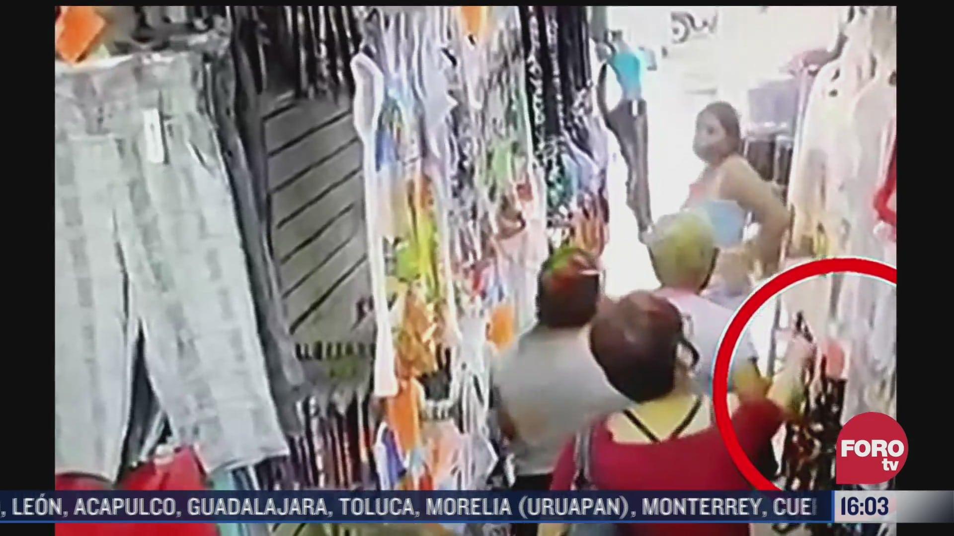 video captan a mujeres robando ropa en una tienda de monterrey