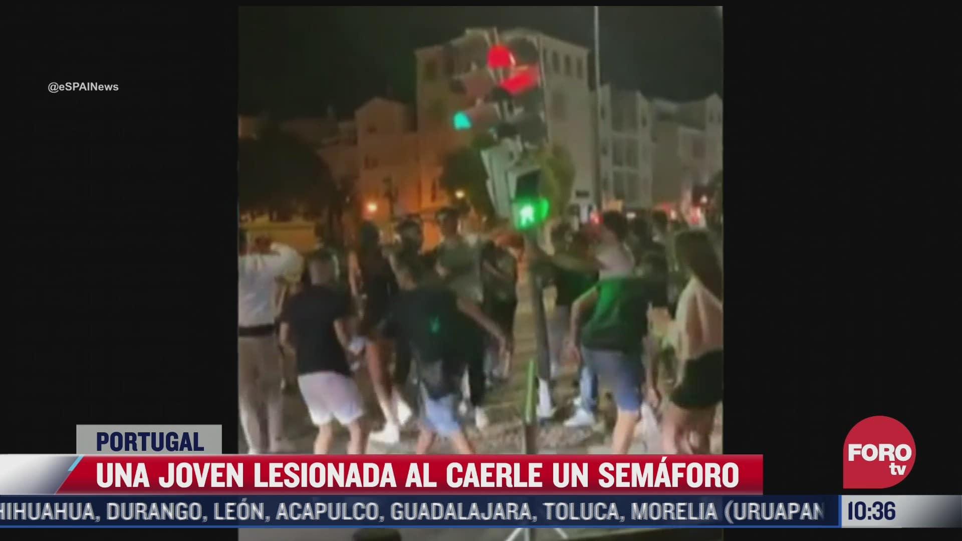 video joven resulta lesionada tras caerle un semaforo en portugal