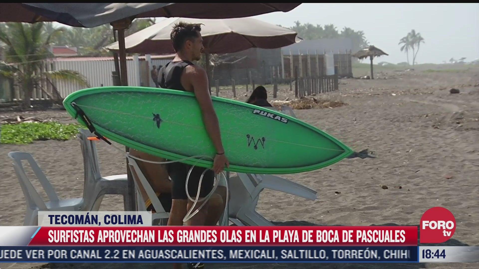 video surfistas aprovechan espectaculares olas en playas de colima