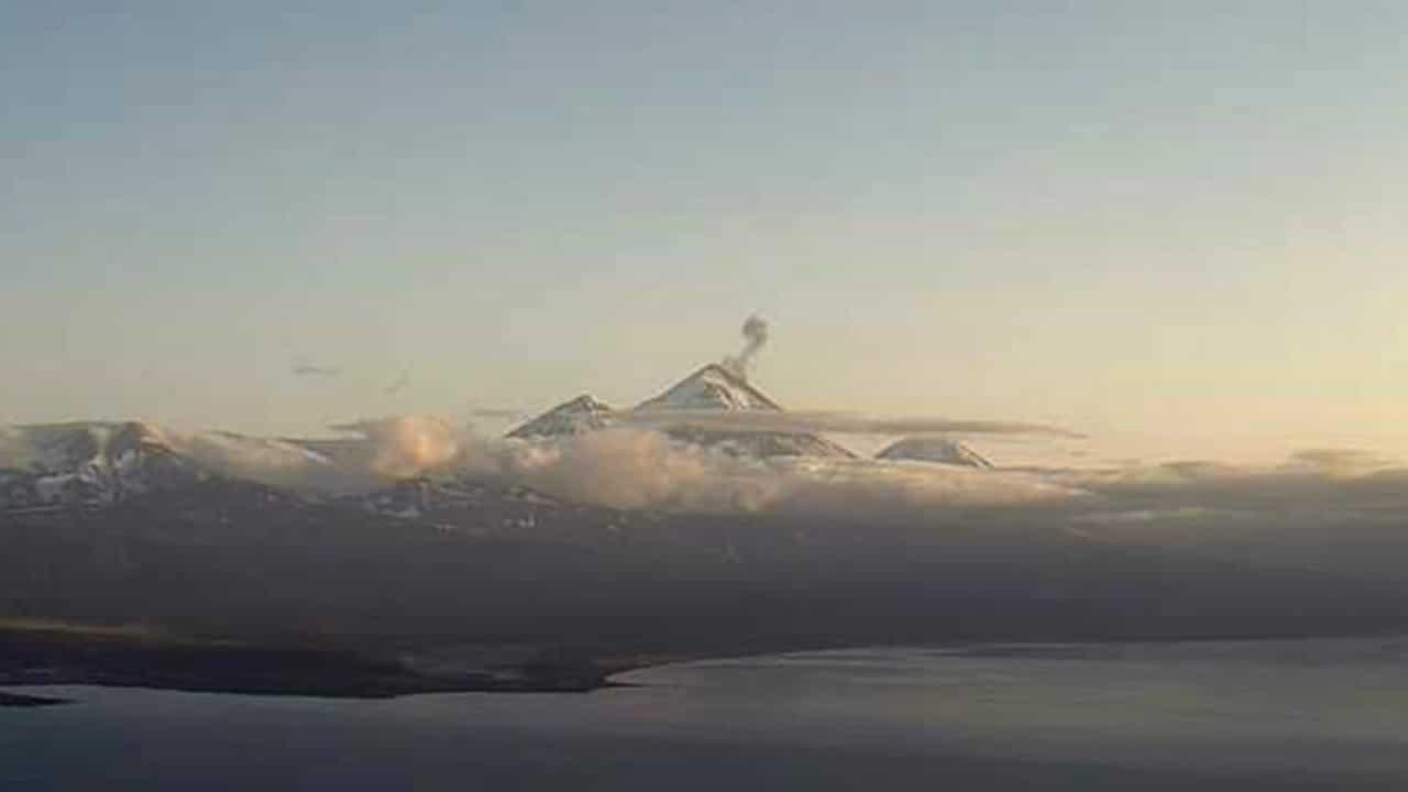El volcán Pavlof se encuentra en erupción en Alaska (AP)