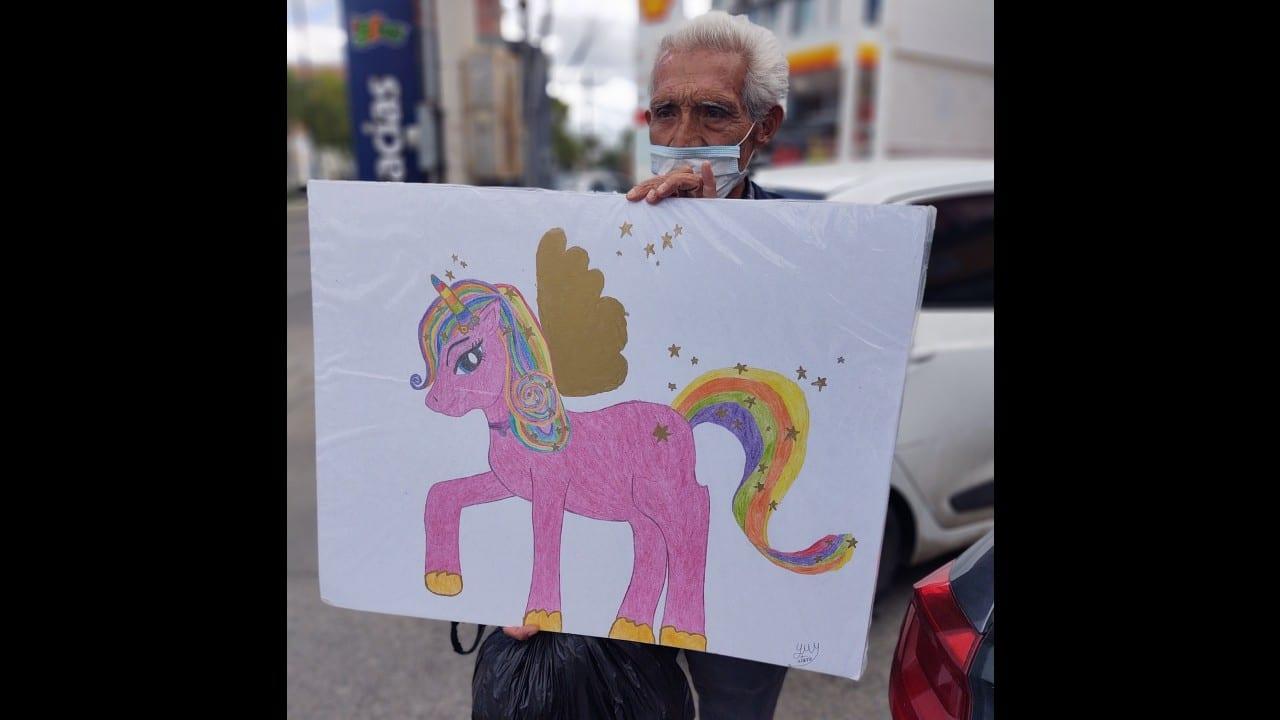 Abuelito vende dibujos nietas huérfanas