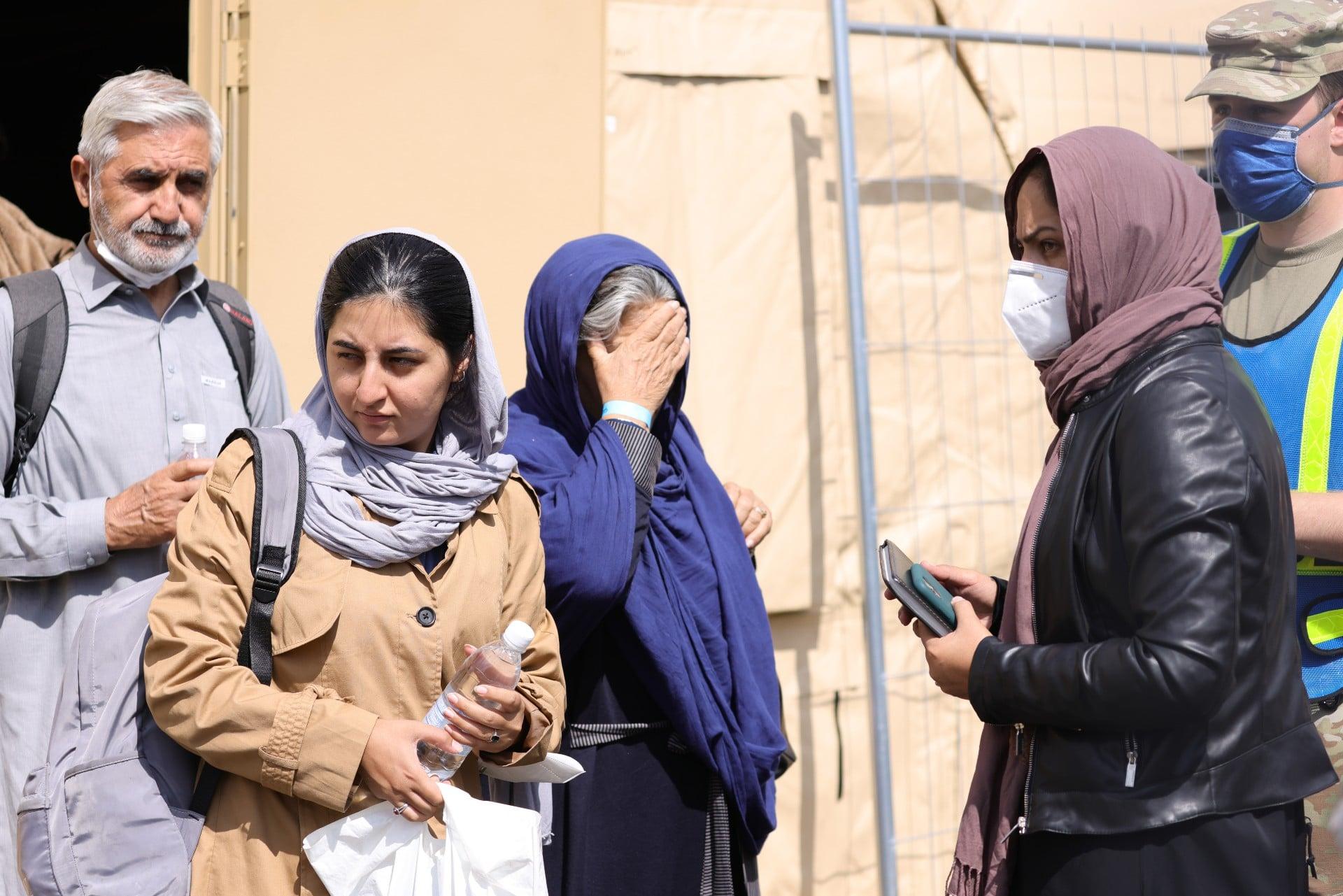 Mujeres afganas estudiarán la universidad separadas de los hombres