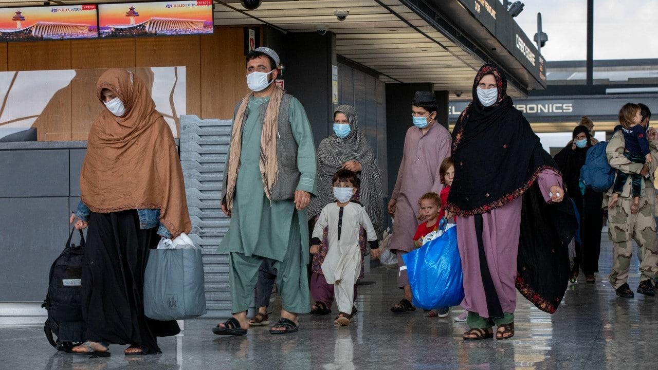 Afganos evacuados de Afganistán