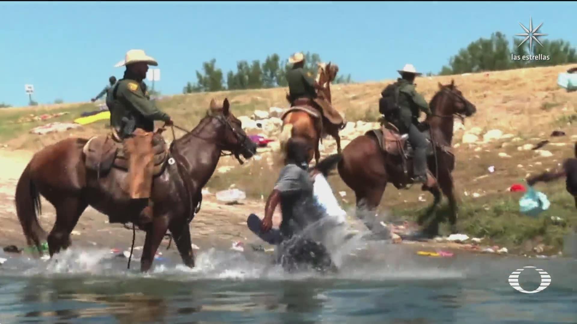 agentes de la patrulla fronteriza ahuyenta con caballos a migrantes haitianos