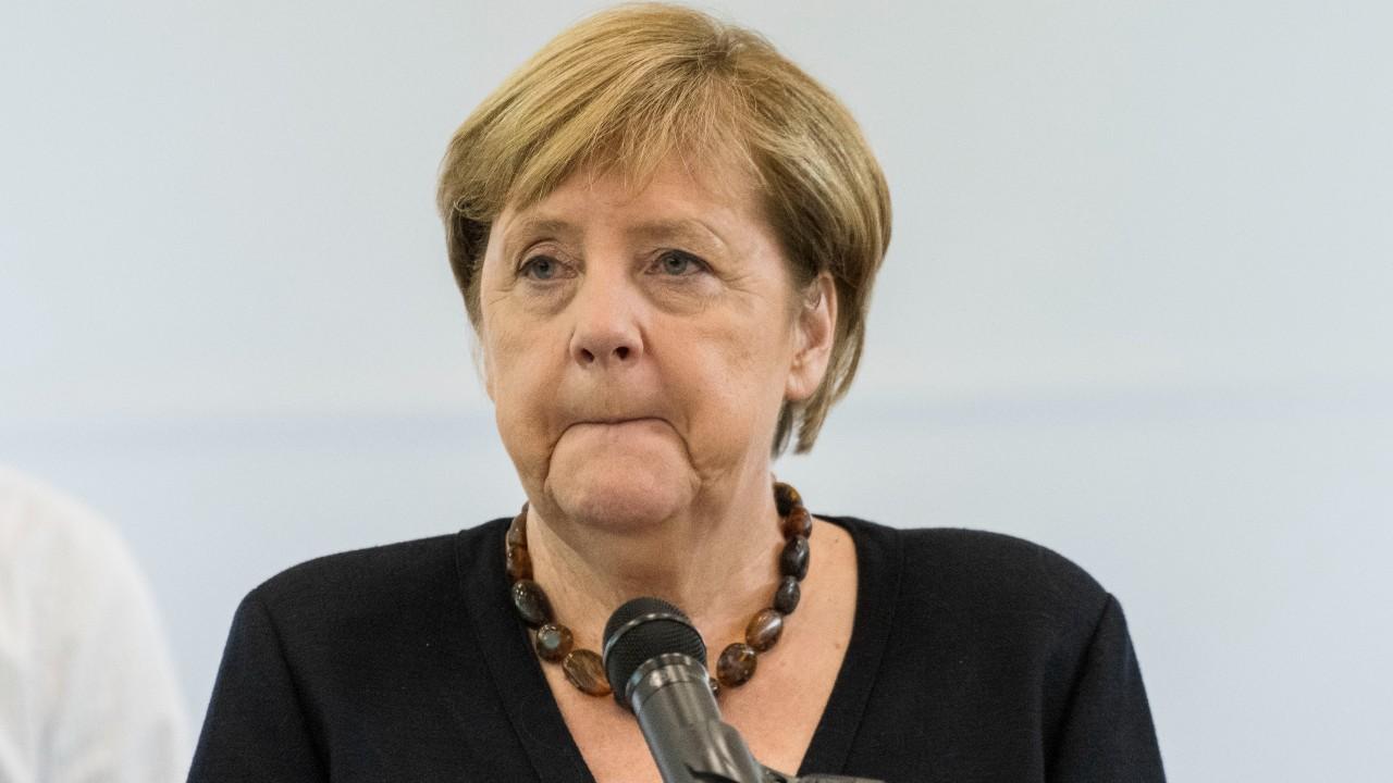Angela Merkel dispuesta a negociar con talibanes para garantizar seguridad de afganos