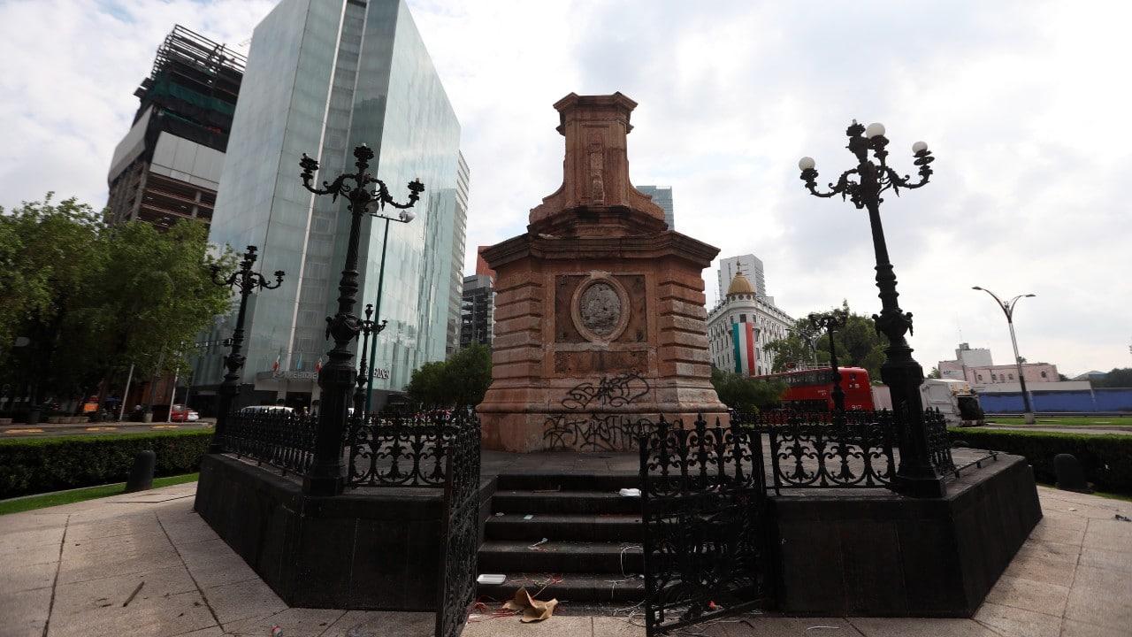Así luce el pedestal donde se encontraba la estatua de Cristóbal Colón