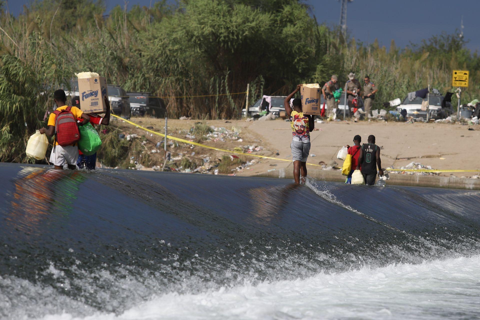 Así viven los migrantes haitianos en campamento en Del Río, Texas