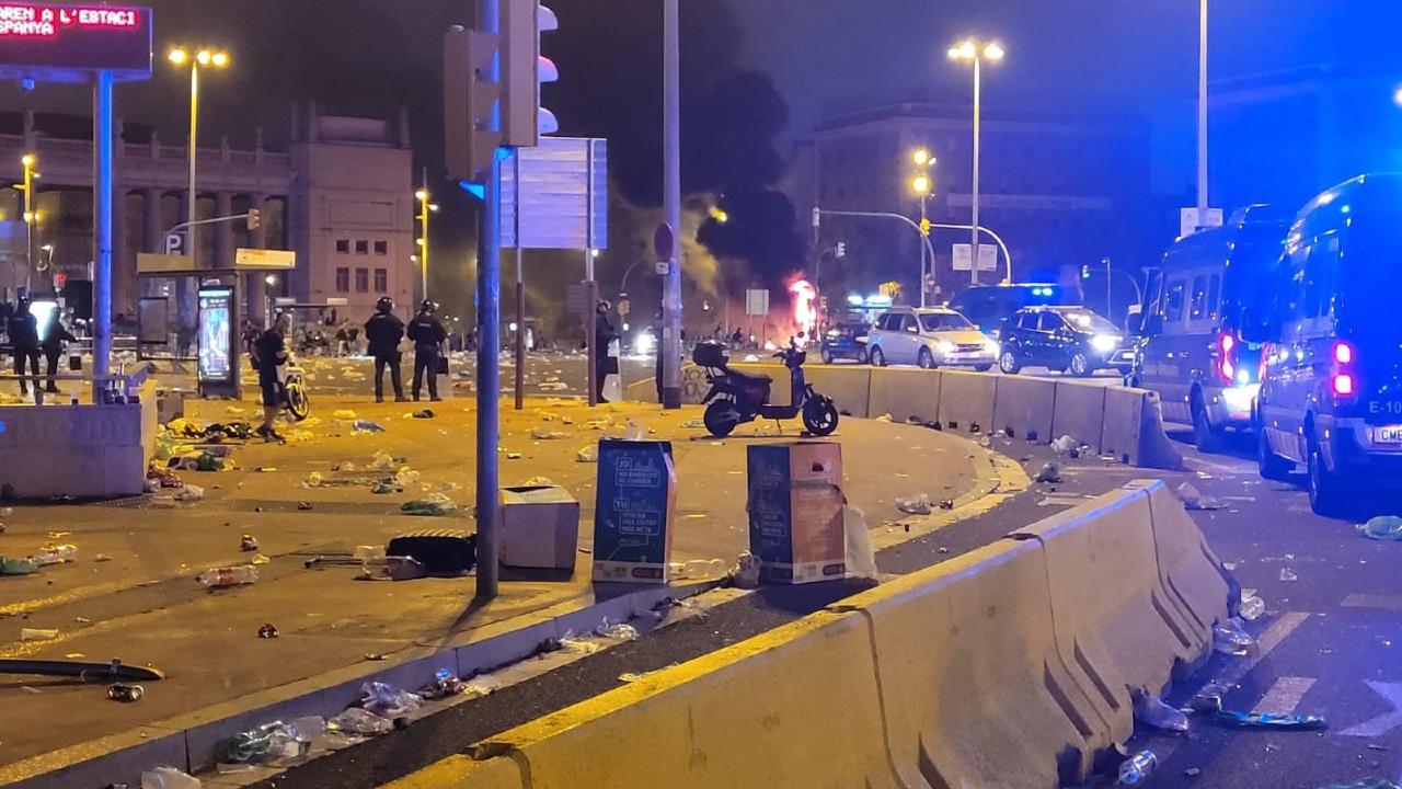El 'botellón' reunió a unas 40,000 personas en Barcelona y derivó en incidentes