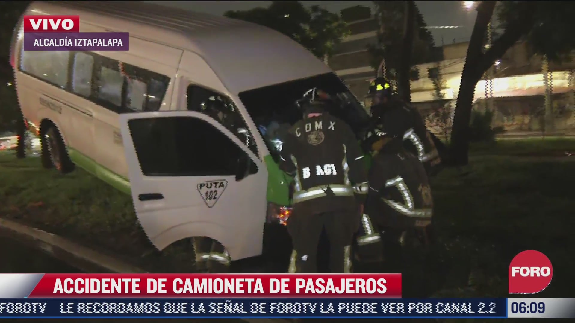 camioneta de pasajeros termina arriba de un arbol en alcaldia iztapalapa cdmx