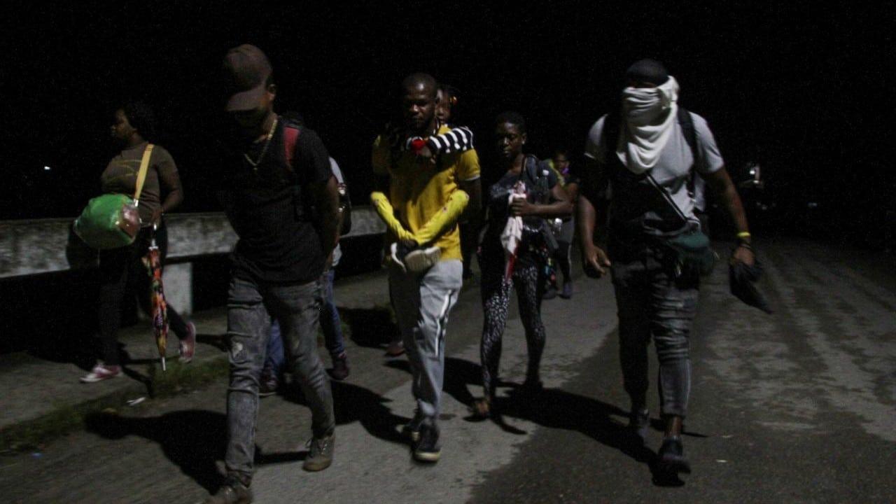 Salida de migrantes durante la madrugada con rumbo a Escuintla (Cuartoscuro)
