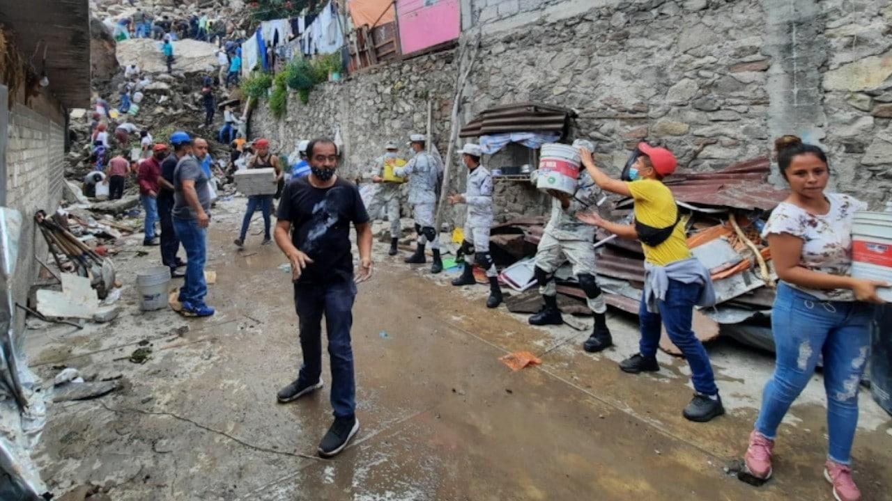 Pobladores del Cerro del Chiquihuite durante labores de rescate (Twitter: @GN_MEXICO_)