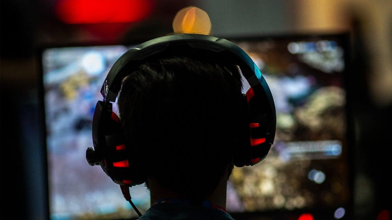China pide que videojuegos no fomenten 'afeminación' ni adicción de usuarios