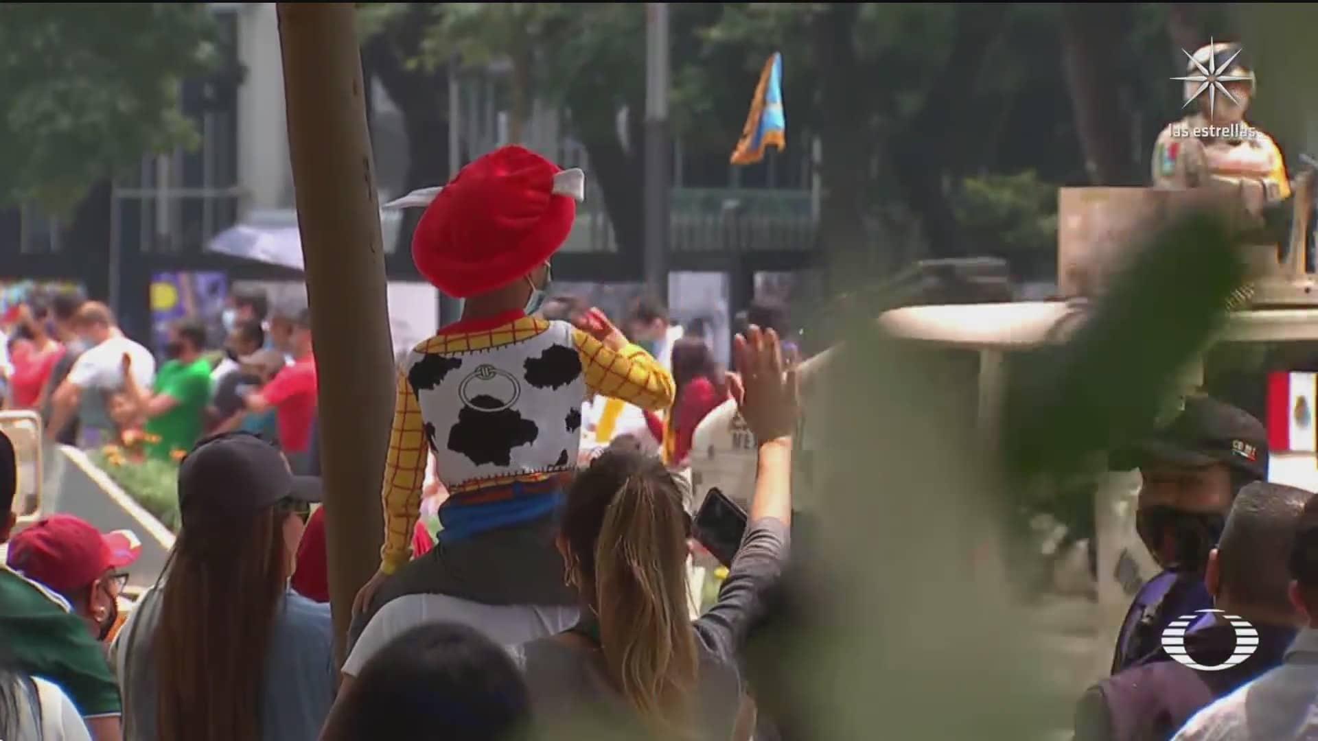 codigos qr en desfile de independencia