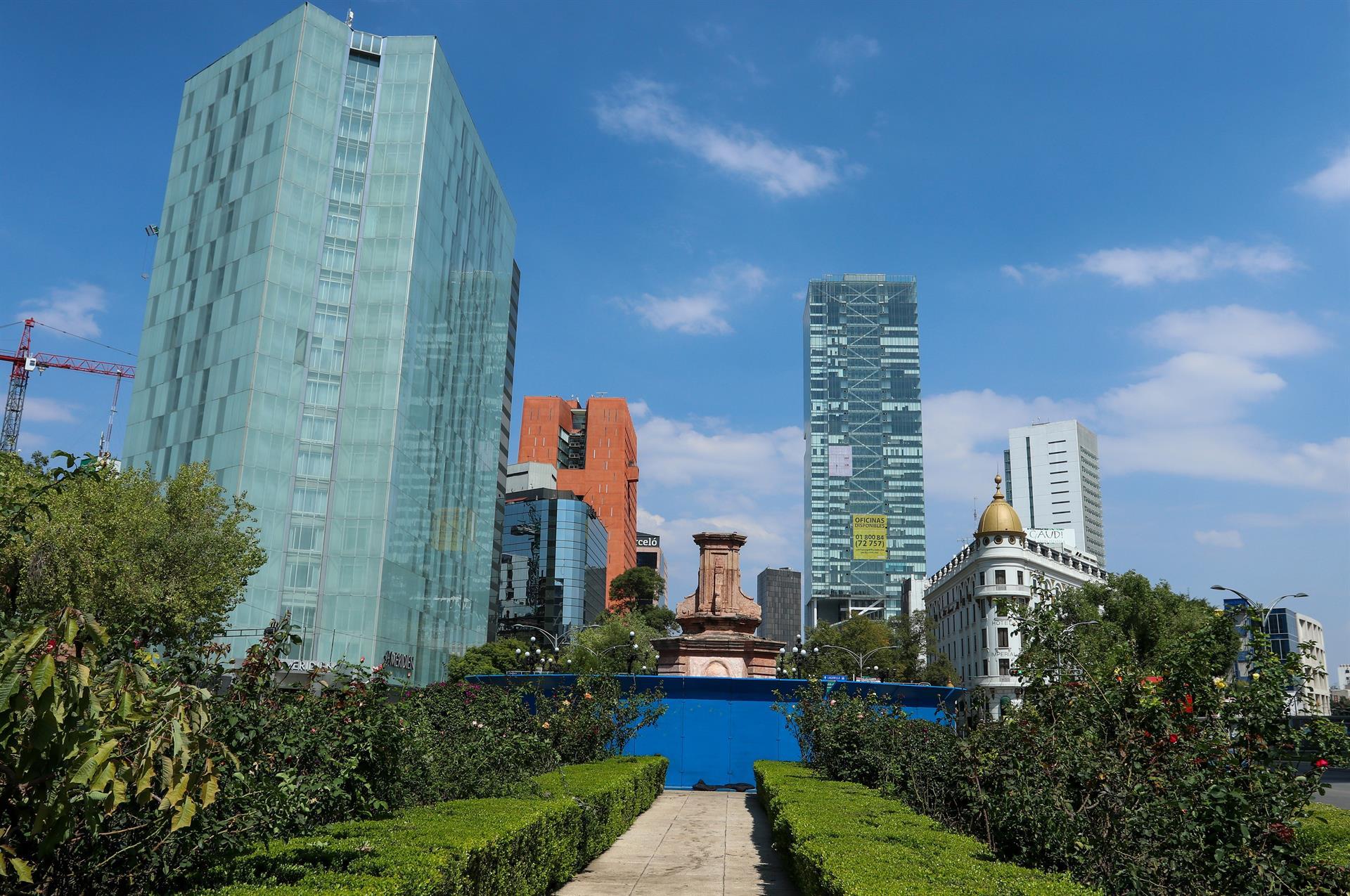 Vista general del lugar donde se encontraba el monumento a Cristóbal Colon, la Ciudad de México (México) (EFE)