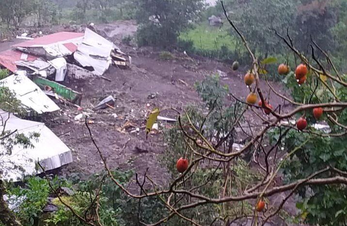 Comunidad del Cantón Chiquihuite, en Chiapas sufre también deslizamientos de tierra, muere una persona