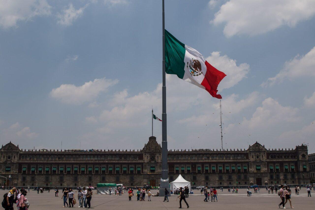 Mayoría de mexicanos sienten orgullo de México.