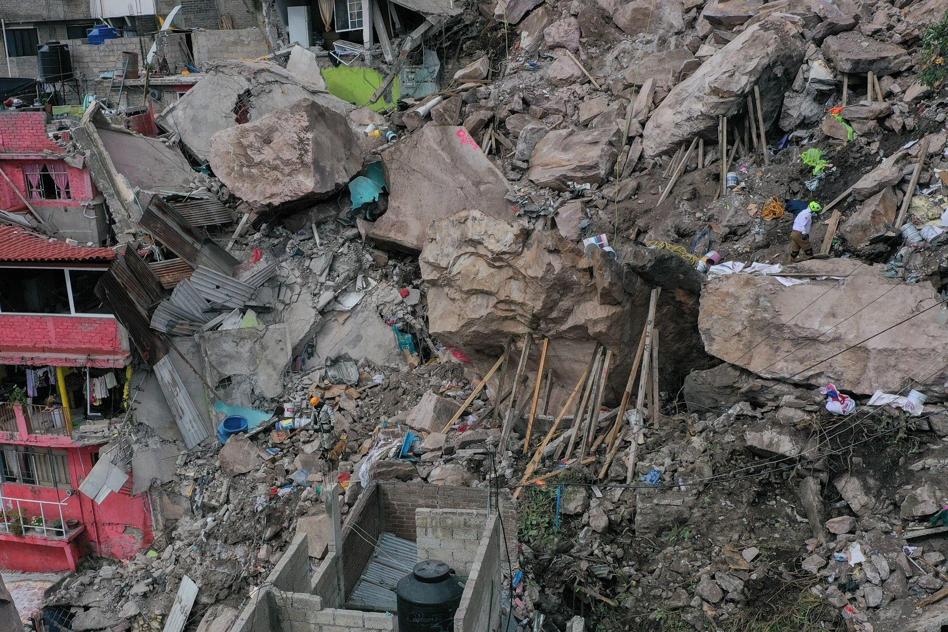 Labores de búsqueda de personas en la zona del desgaje del Cerro del Chiquihuite (Cuartoscuro)