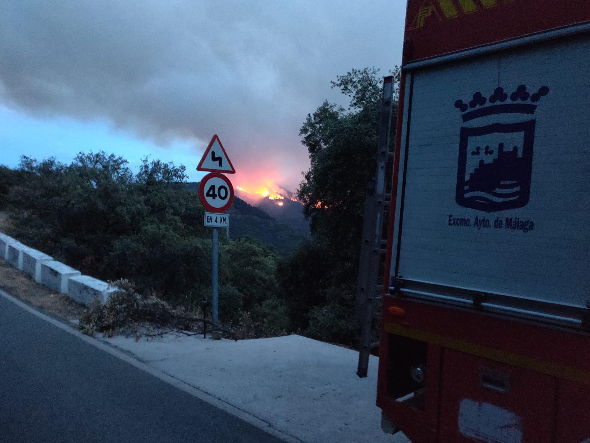 Nuevas evacuaciones por devastador incendio forestal en Málaga, España
