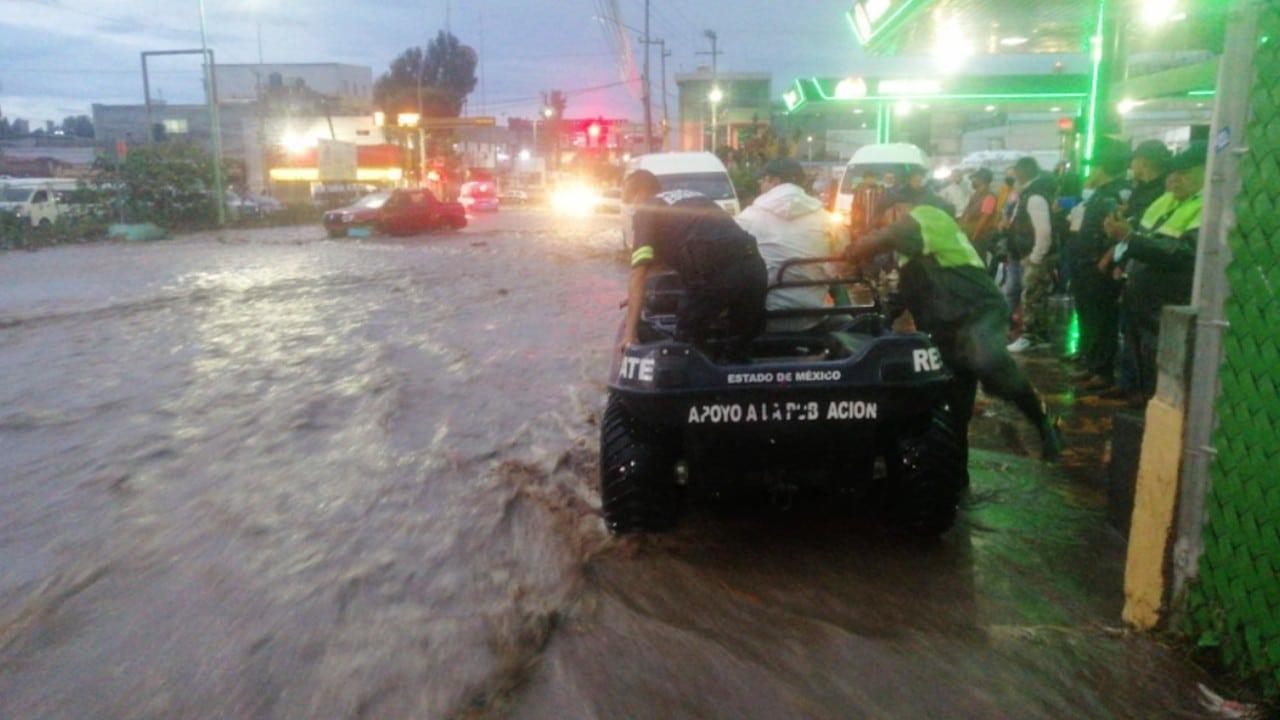 Las intensas lluvias provocaron inundaciones y afectaciones en vialidades de Ecatepec (Twitter: @SS_Edomex)