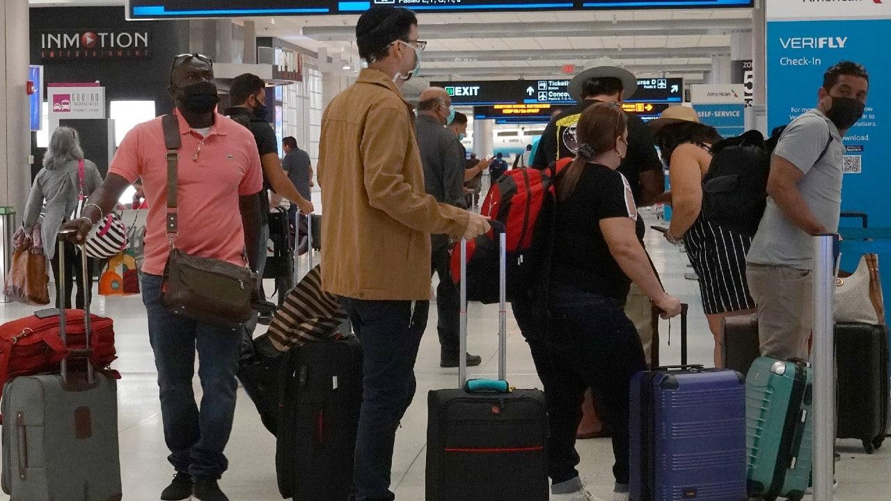 Estados Unidos podría imponer nuevos requisitos de vacunación a turistas proveniente del extranjero