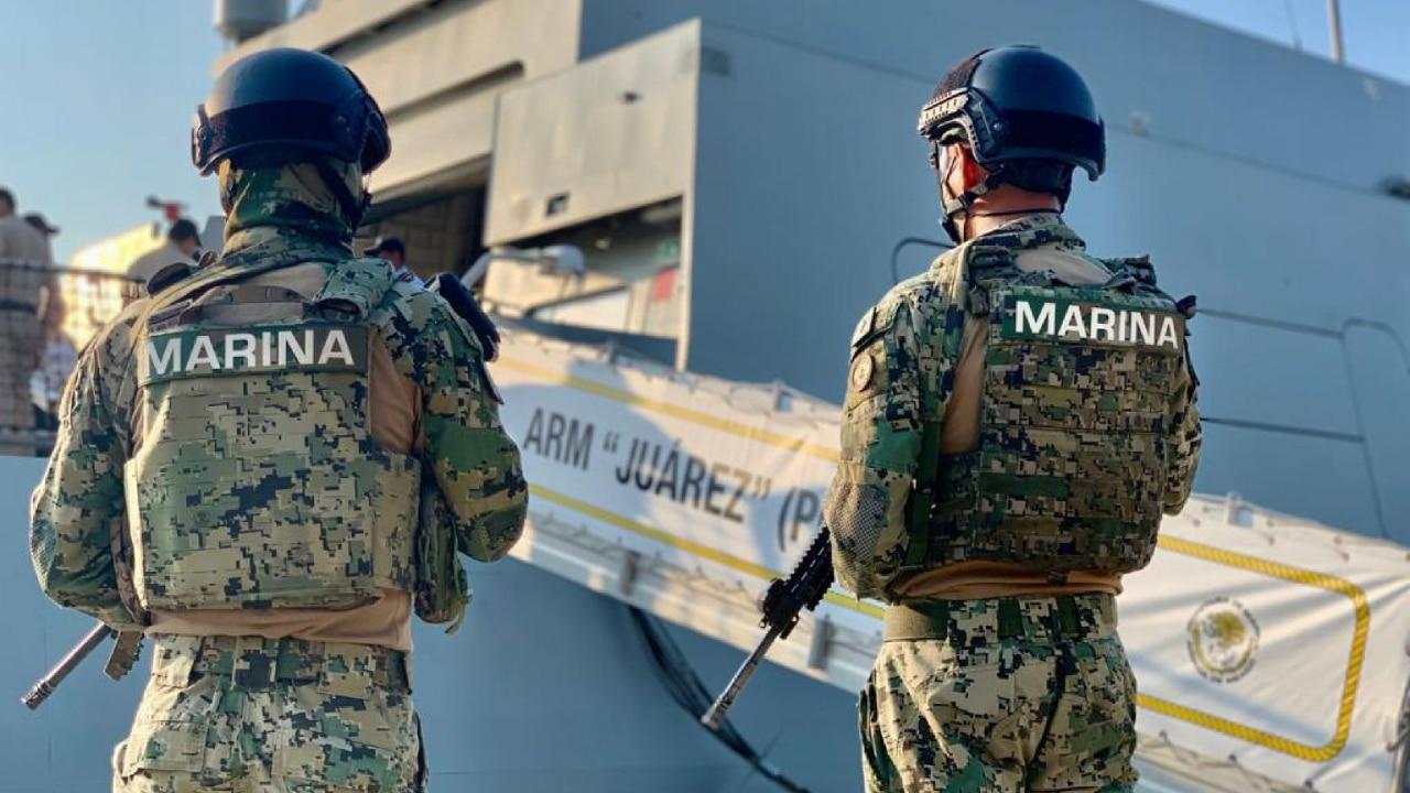 Elementos de la Secretaría de Marina-Armada de México aseguran droga en una embarcación en costas de Colima