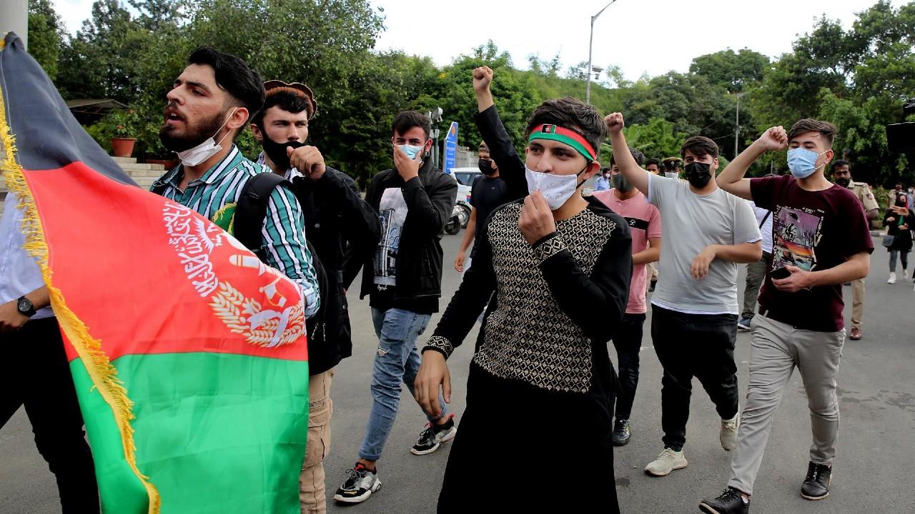 ONU pide a los talibanes cesar 'de inmediato' la violencia contra manifestantes
